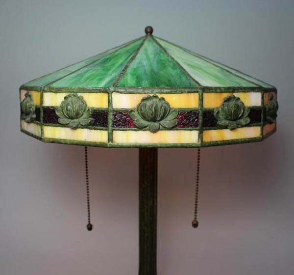 American Lily Motif, Leaded Table Lamp