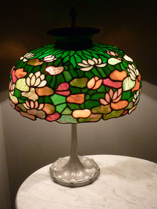American Stained Glass Lily Table Lamp